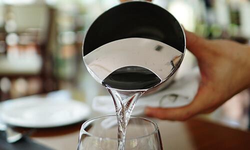 Hoeveel wil de klant betalen voor kraanwater?